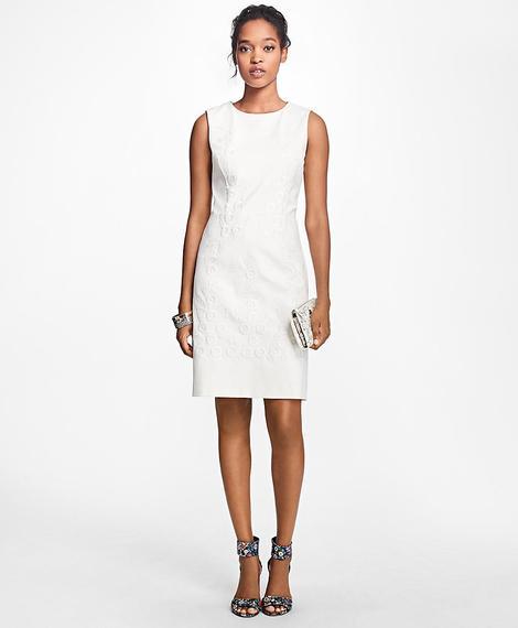 Kadın bej kolsuz işlemeli elbise