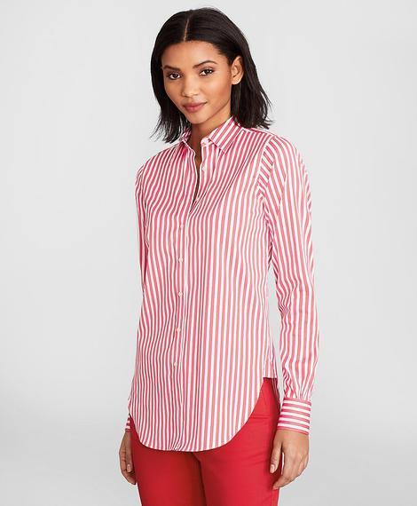 Kadın kırmızı çizgili gömlek